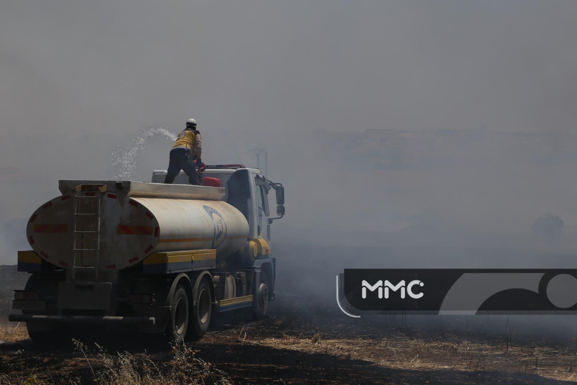 فرق الدفاع المدني السوري تخمد العديد من الحرائق في ريف إدلب الجنوبي
